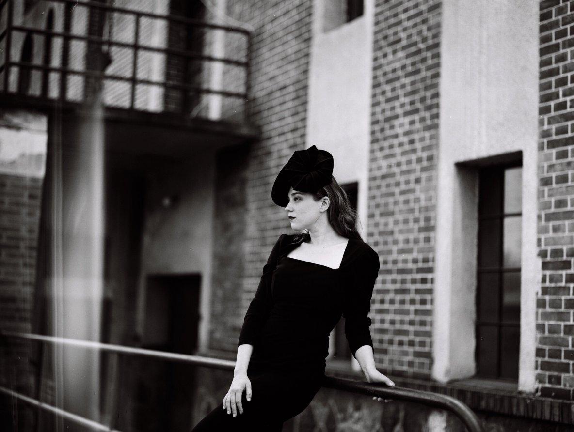 Isolda vprodeji vshowroomu scigaretovou, kolovou I1/4 kolovou sukní