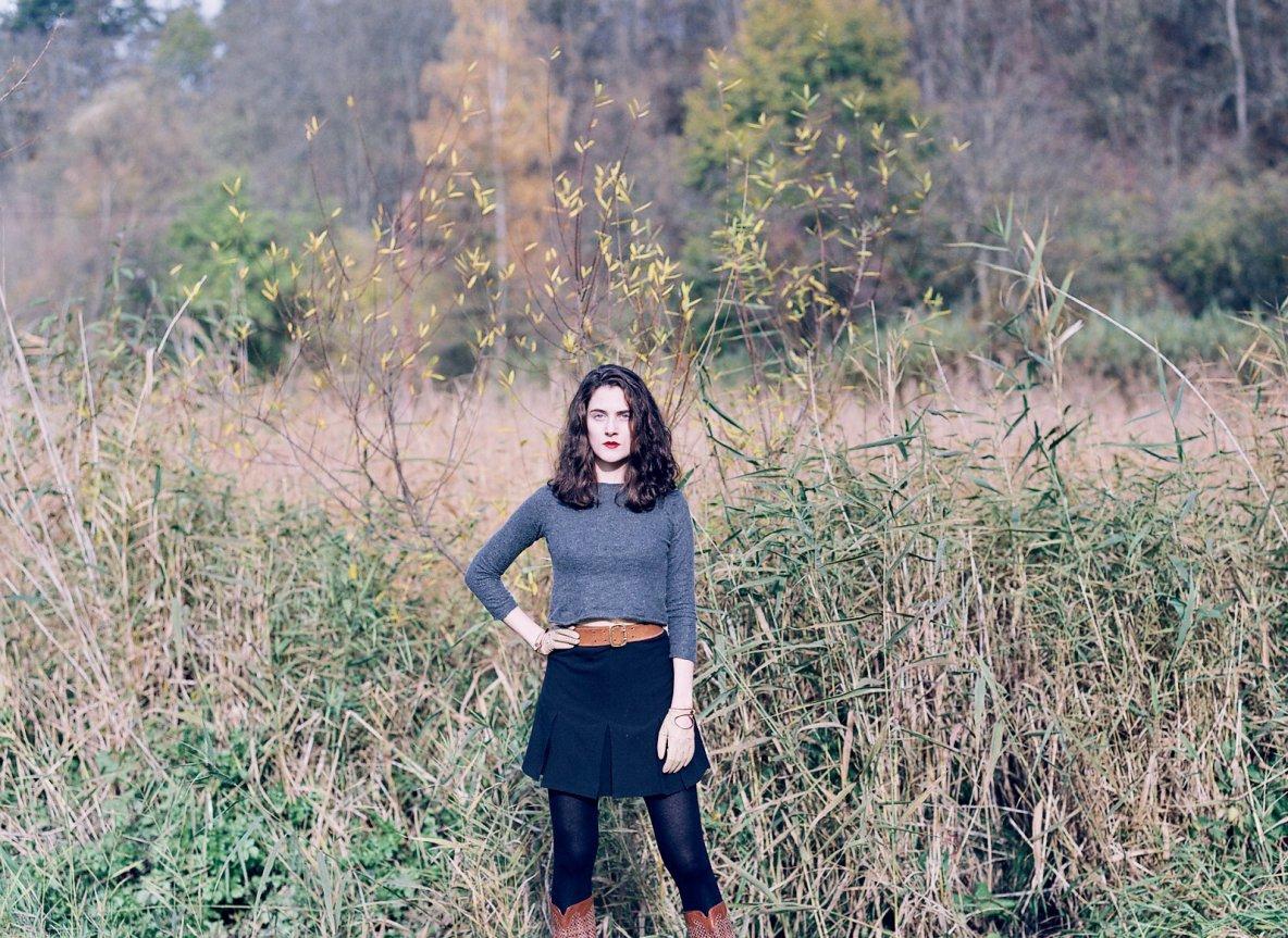 kašmírovo-hedvábné svetříky atenisové sukýnky vprodeji vshowroomu