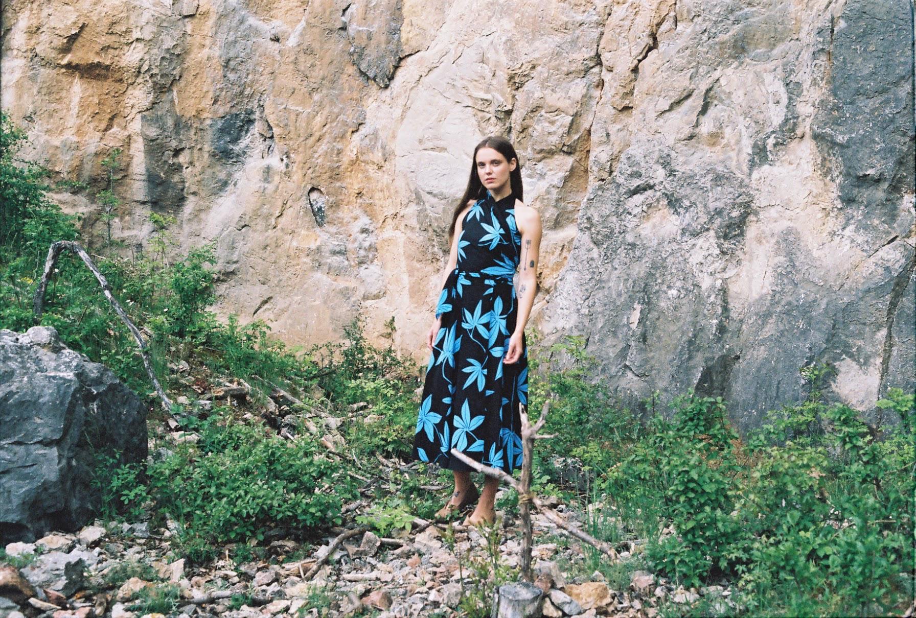 Apolena, zavinovací šaty zhedvábí, 8800,- vel.S-L