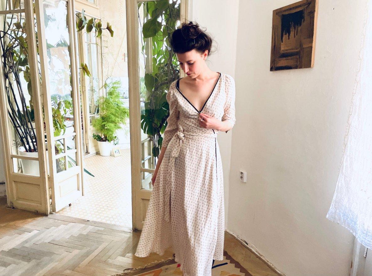 zavinovací šaty mnoha střihů, barev avzorů, to vše najdete vshowroomu